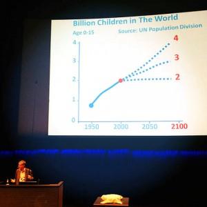 Hans Rosling presenting data